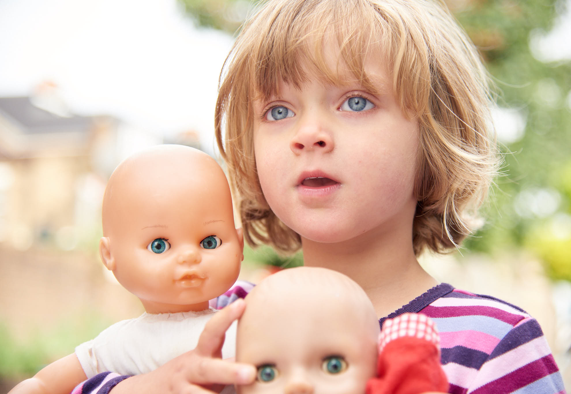 kids photographer - natural photos in london - look at her favourite dolls!